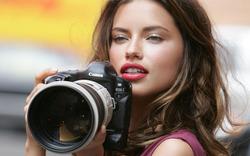 Plakát Žena s fotoaparátem