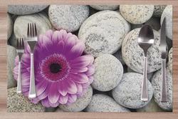 Prostírání Fialový květ na kamenech 42x28 cm