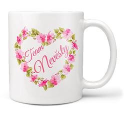 Hrnek Team nevěsty – srdce z květin