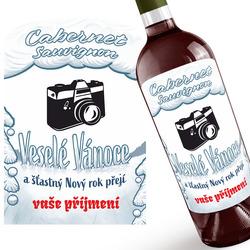 Červené víno s vánočním přáním a fotkou